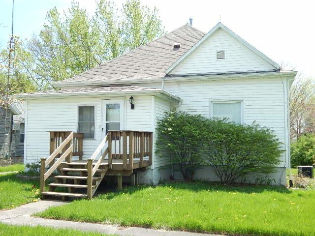 207 W Green Street, Roberts, IL 60962 (MLS #09894512) :: Littlefield Group