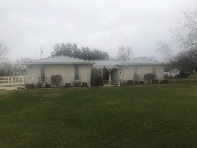 926 S Chapel Drive, Gibson City, IL 60936 (MLS #09899324) :: Ryan Dallas Real Estate