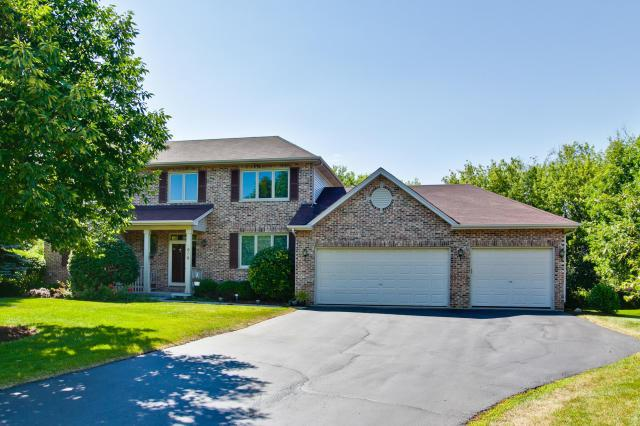 1500 Pheasant Trail Court, Hoffman Estates, IL 60192 (MLS #09899937) :: Lewke Partners