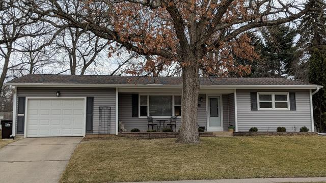 1116 N Oakwood Drive, Mchenry, IL 60050 (MLS #09900035) :: Lewke Partners