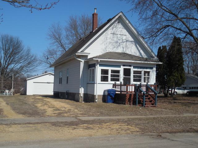 330 21st Place, Clinton, IA 52732 (MLS #09900357) :: Janet Jurich Realty Group