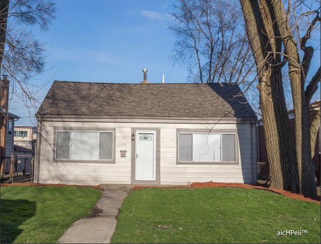 13935 S Saginaw Avenue, Burnham, IL 60633 (MLS #09903988) :: The Dena Furlow Team - Keller Williams Realty