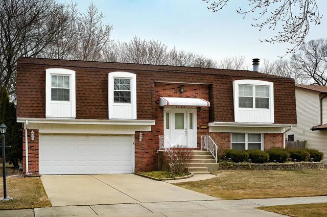 1135 N King Charles Court, Palatine, IL 60067 (MLS #09904270) :: Lewke Partners