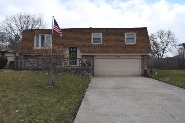 304 Arrowhead Drive, Shorewood, IL 60404 (MLS #09906189) :: Lewke Partners