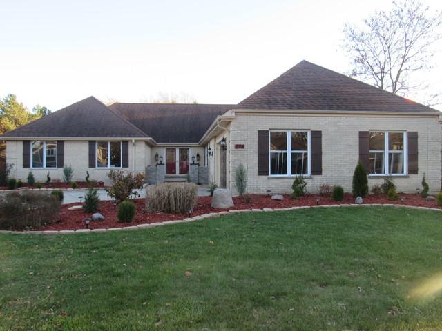 824 Red Stable Way, Oak Brook, IL 60523 (MLS #09908743) :: Lewke Partners