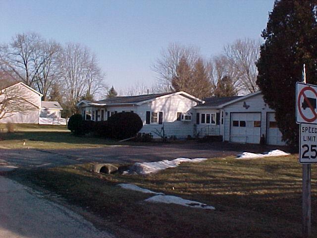 140 E Grove Street, Capron, IL 61012 (MLS #09909024) :: Ani Real Estate