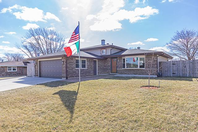 647 W Stearns Road, Bartlett, IL 60103 (MLS #09910334) :: The Jacobs Group