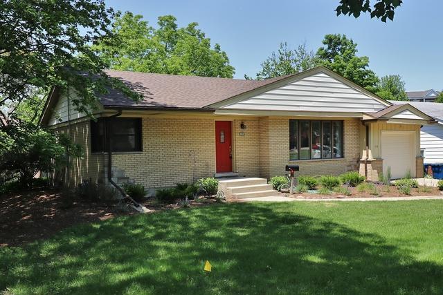 352 Western Avenue, Clarendon Hills, IL 60514 (MLS #09910833) :: The Dena Furlow Team - Keller Williams Realty