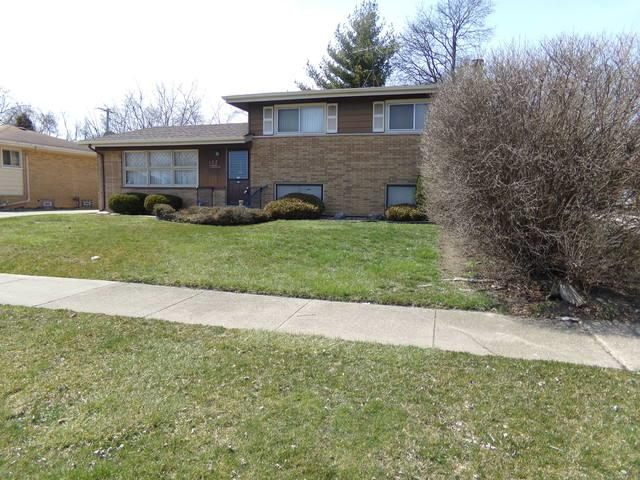 122 N Mayfair Place, Chicago Heights, IL 60411 (MLS #09913239) :: The Wexler Group at Keller Williams Preferred Realty