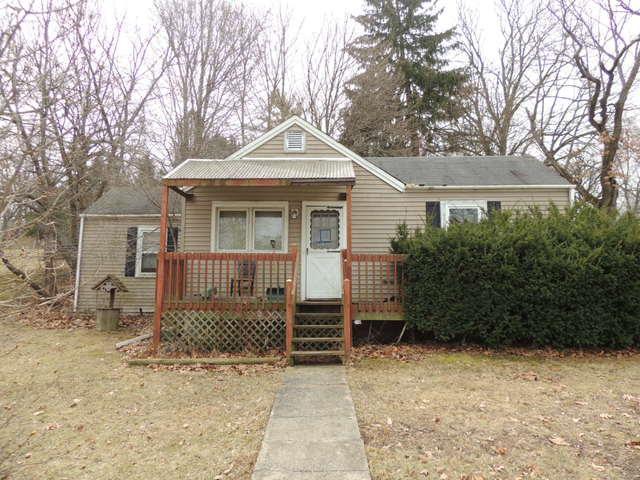 2209 Lincoln Avenue, Fox River Grove, IL 60021 (MLS #09915523) :: Lewke Partners