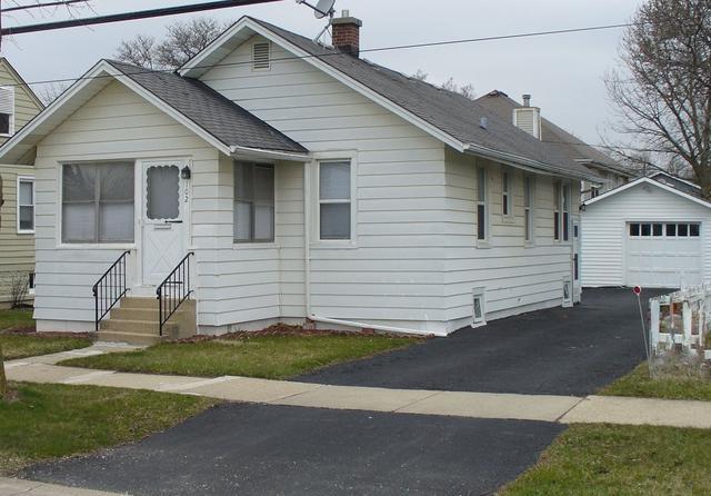 102 E Burlington Avenue, Westmont, IL 60559 (MLS #09916229) :: The Jacobs Group