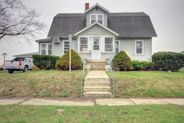 325 E Garfield Avenue, Cissna Park, IL 60924 (MLS #09919147) :: Ryan Dallas Real Estate
