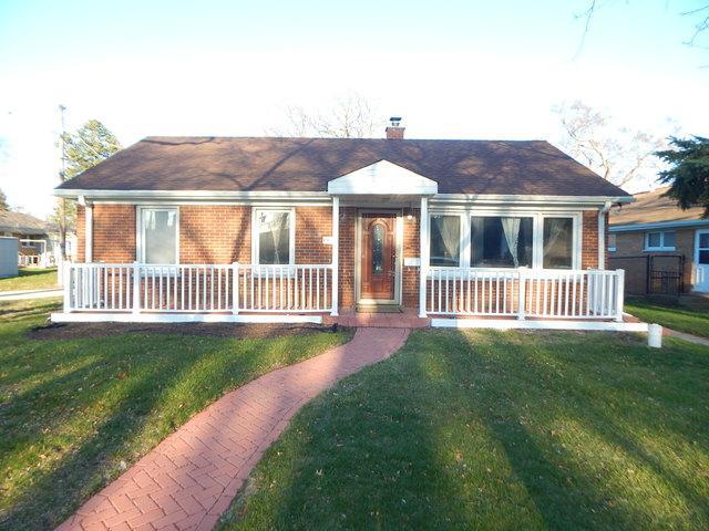 8421 Mansfield Avenue, Morton Grove, IL 60053 (MLS #09921380) :: Helen Oliveri Real Estate