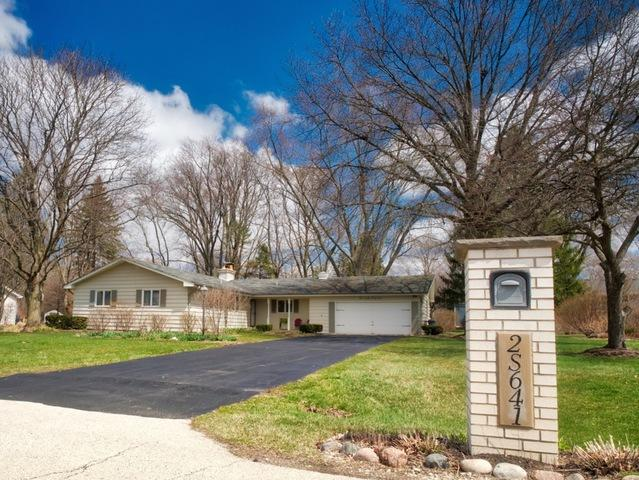 2S641 Arrowhead Drive, Wheaton, IL 60189 (MLS #09921477) :: The Jacobs Group