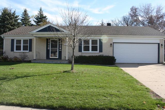 1112 N Oakwood Drive, Mchenry, IL 60050 (MLS #09922116) :: Lewke Partners