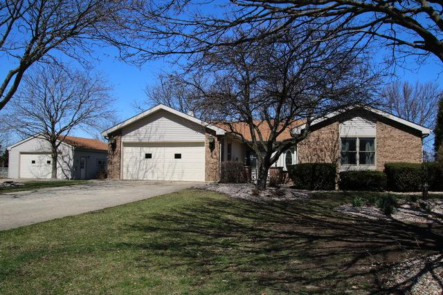 39W102 Cliff Drive, Elgin, IL 60124 (MLS #09922455) :: The Jacobs Group