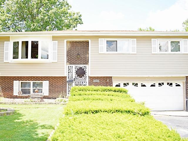 902 N Fischer Drive, Addison, IL 60101 (MLS #09923482) :: Lewke Partners