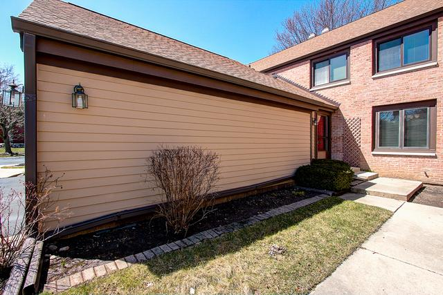 1262 Farnsworth Lane, Buffalo Grove, IL 60089 (MLS #09923610) :: Helen Oliveri Real Estate