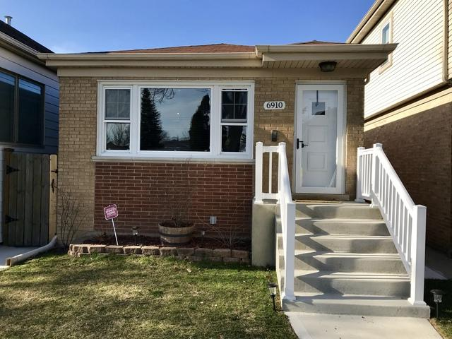 6910 W Berwyn Avenue, Chicago, IL 60656 (MLS #09924008) :: MKT Properties | Keller Williams