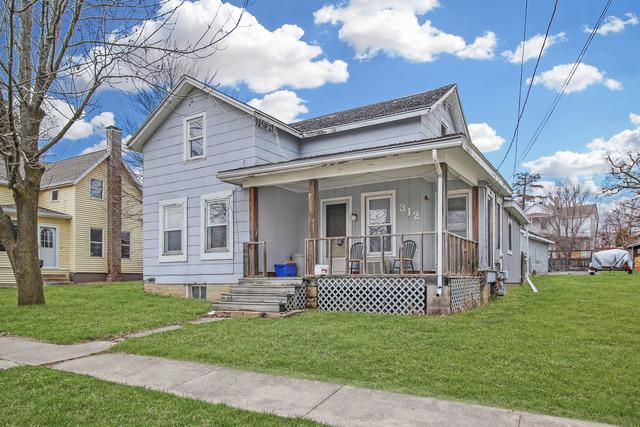 312 W Stearns Street, Freeport, IL 61032 (MLS #09924192) :: Lewke Partners