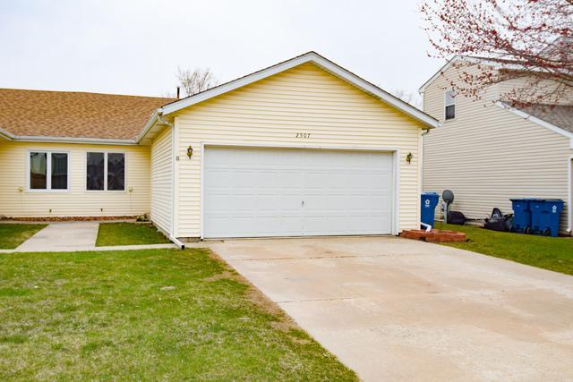 2507 Live Oak Drive, Crest Hill, IL 60403 (MLS #09924363) :: Ani Real Estate