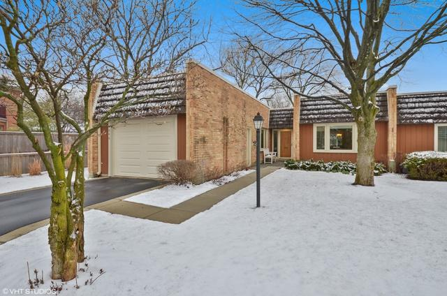 1846 Somerset Lane, Northbrook, IL 60062 (MLS #09924460) :: Helen Oliveri Real Estate