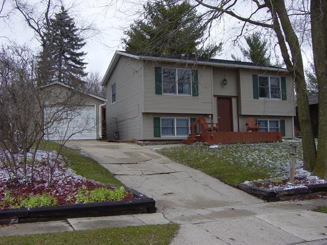909 River Drive, Byron, IL 61010 (MLS #09924517) :: Helen Oliveri Real Estate