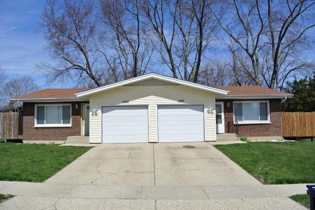 1300-02 Fairwood Drive, Elgin, IL 60123 (MLS #09924534) :: Lewke Partners