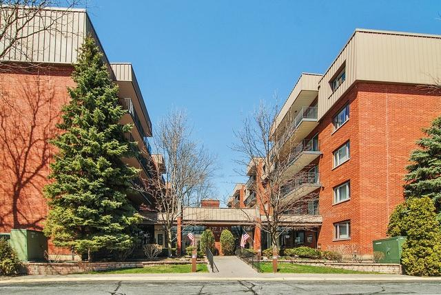 129 Acacia Circle #502, Indian Head Park, IL 60525 (MLS #09924628) :: Ani Real Estate