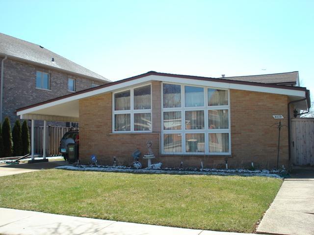 8425 W Clara Drive, Niles, IL 60714 (MLS #09925018) :: Lewke Partners