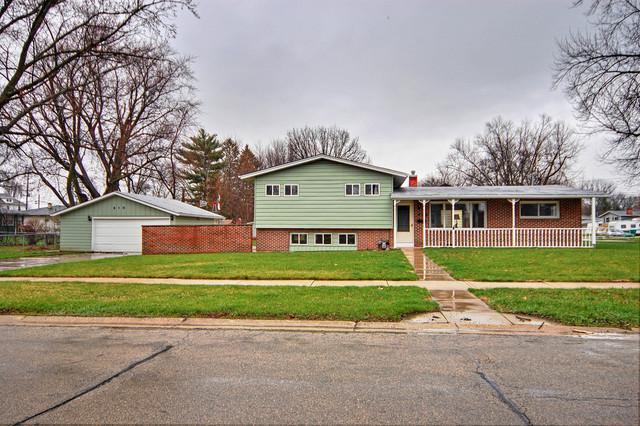 818 Sharon Drive, Dekalb, IL 60115 (MLS #09925105) :: Lewke Partners