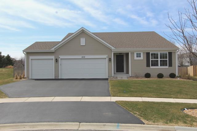 1635 Lake Bluff Lane, Pingree Grove, IL 60140 (MLS #09925485) :: Lewke Partners