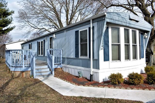 404 Spruce Drive, Belvidere, IL 61008 (MLS #09925779) :: Lewke Partners