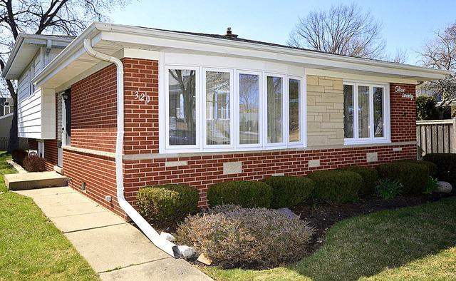 320 N Delphia Avenue, Park Ridge, IL 60068 (MLS #09926059) :: Lewke Partners