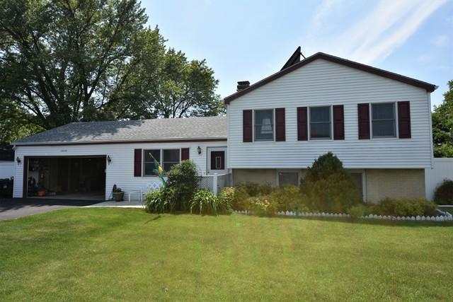 1N044 West Street, Carol Stream, IL 60188 (MLS #09926180) :: Ani Real Estate