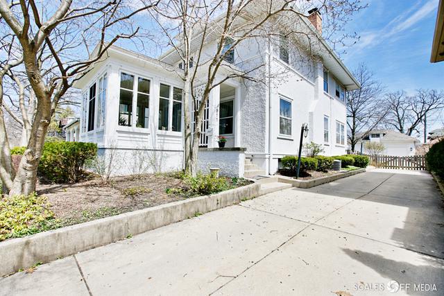 911 Douglas Avenue, Elgin, IL 60120 (MLS #09926567) :: The Perotti Group