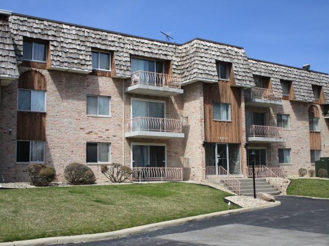 18855 Burnham Avenue #335, Lansing, IL 60438 (MLS #09926680) :: Lewke Partners