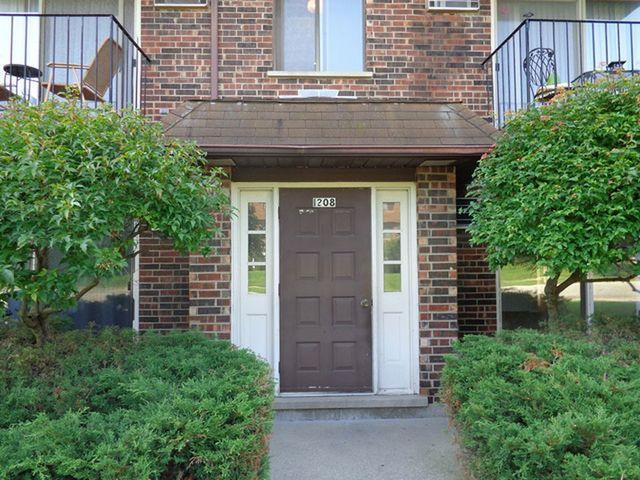 1208 Whispering Hills Court 1A, Naperville, IL 60540 (MLS #09927082) :: Lewke Partners