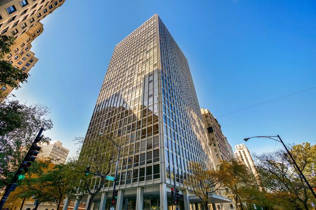 2400 N Lakeview Avenue #2106, Chicago, IL 60614 (MLS #09927626) :: Lewke Partners
