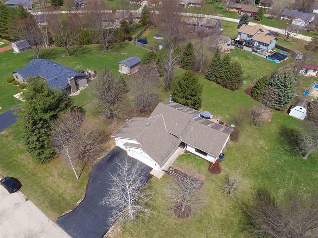 6402 Foxdale Street, Roscoe, IL 61073 (MLS #09927889) :: Lewke Partners