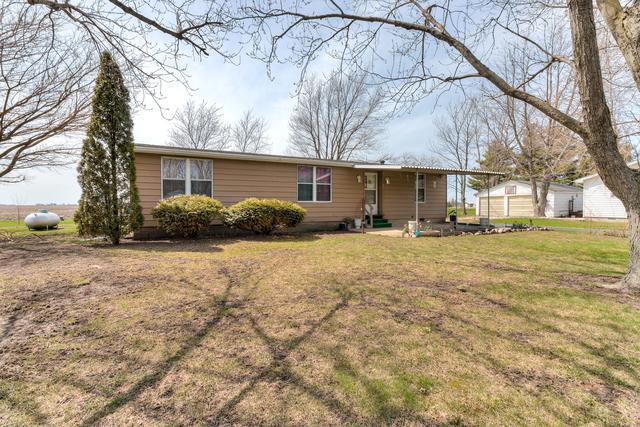 203 S Locust Street, Roberts, IL 60962 (MLS #09931365) :: Ani Real Estate