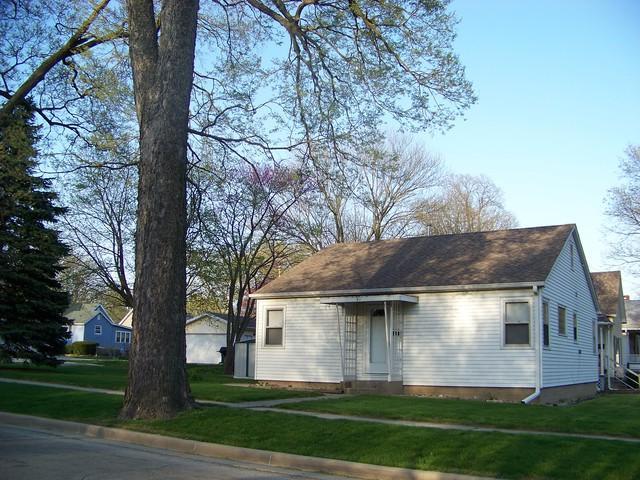 501 N State Street, MONTICELLO, IL 61856 (MLS #09938443) :: Ryan Dallas Real Estate