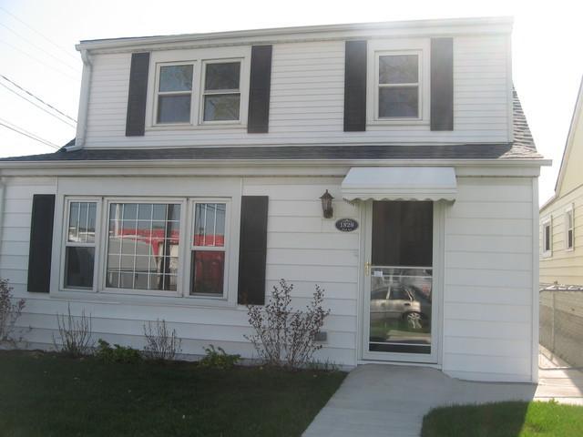1829 N 33rd Avenue, Stone Park, IL 60165 (MLS #09943156) :: The Dena Furlow Team - Keller Williams Realty