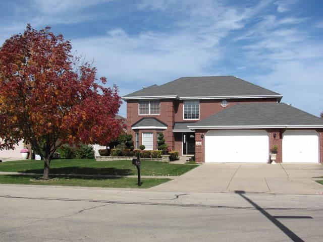 1330 Hillcrest Lane, Woodridge, IL 60517 (MLS #09946245) :: The Dena Furlow Team - Keller Williams Realty