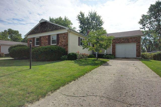 1104 Hollycrest Drive, Champaign, IL 61821 (MLS #09947568) :: Littlefield Group