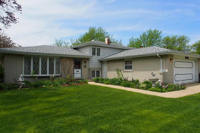 8348 Grandview Lane, Darien, IL 60561 (MLS #09951411) :: The Dena Furlow Team - Keller Williams Realty