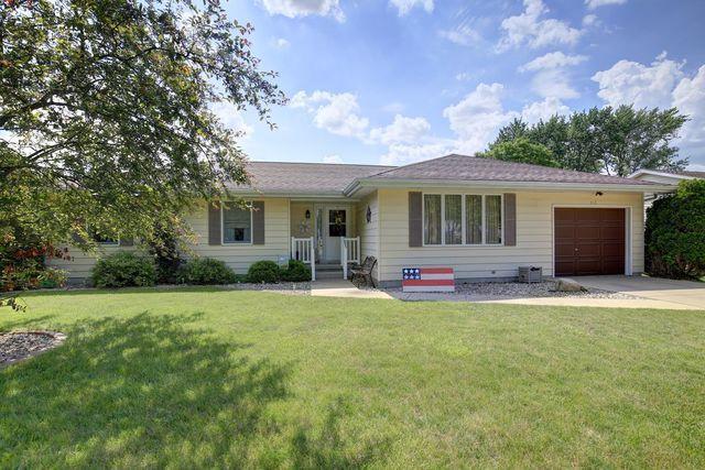 413 S Main Street, ST. JOSEPH, IL 61873 (MLS #09952828) :: Littlefield Group