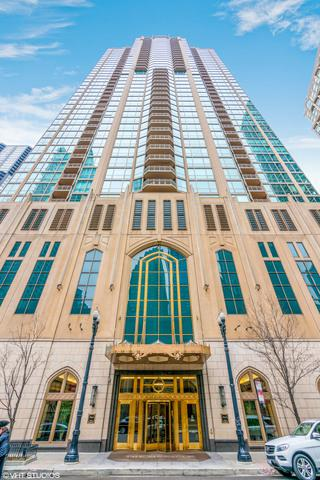 21 E Huron Street #3801, Chicago, IL 60611 (MLS #09955907) :: Property Consultants Realty