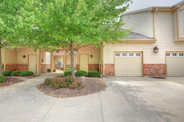 3741 Thornhill Drive #3741, Champaign, IL 61822 (MLS #09956050) :: Ryan Dallas Real Estate