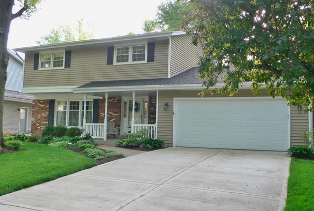 1560 Clyde Drive, Naperville, IL 60565 (MLS #09958610) :: Lewke Partners